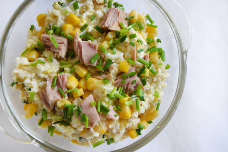 Salatka Z Tunczykiem Ryzem I Kukurydza Przepisy Kulinarne
